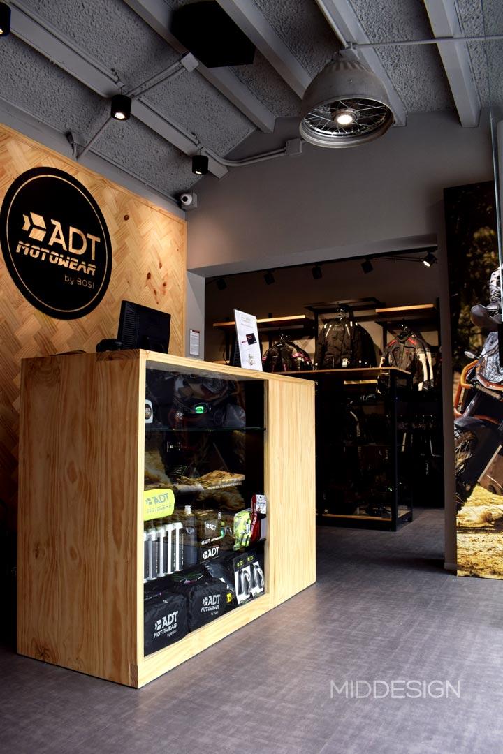 diseño de local para ADT Motowear 3