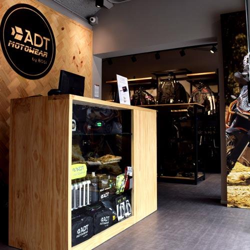 diseño de local para ADT Motowear