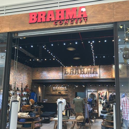 Diseño vitrina de local Brahma